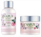 天然由来のサクラエキスとカンゾウ根エキスで頭皮環境を整えます。シャンプーにはアミノ酸ベースの洗浄成分を配合し敏感な頭皮を健やかな状態に導きます。愛らしさにフルーティーをプラスしたピンクローズの香り。Shampoo<300ml>¥2,400Treatment<300ml>¥2,800